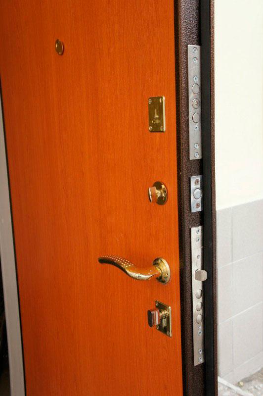 двери металлические теплые со стеклом